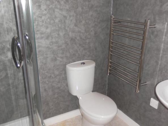 4PC-5-ShowerRoom