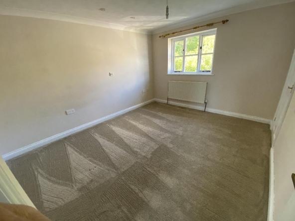 4RC-7-Bedroom1