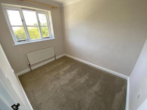 4RC-8-Bedroom2