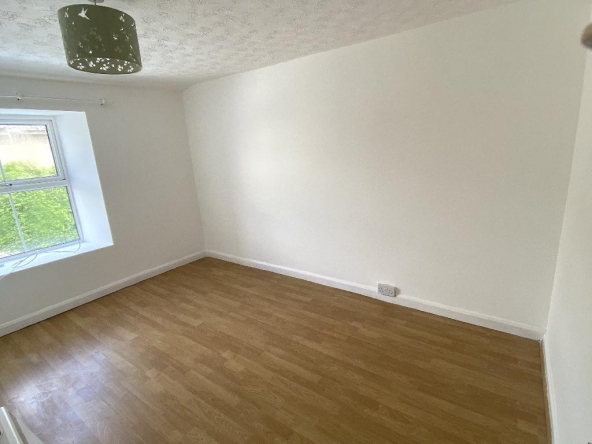 1VP-11-Bedroom2