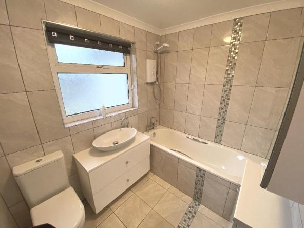 4B-10-Bathroom